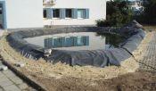 uložení textilie a rybniční membrány, napouštění