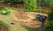 Zahradní jezírko při výkopu